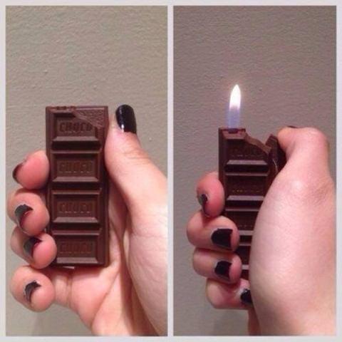 Một thanh chocolate nhưng có công dụng là một chiếc bật lửa.