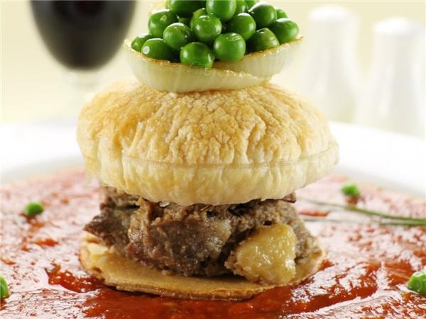 Bánh nướng súp đậu là món ăn sáng truyền thống của người Australia. Nó bao gồm bánh nướng được đặt trên một loại súp đậu xanh đặc, cho thêm sốt cà chua, dấm, muối tiêu.
