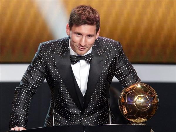 Mỗi một bộ đồ vest như thế này mà Messi diện đến các lễ trao giải và gala bóng đá đều có giá hàng triệu đô.