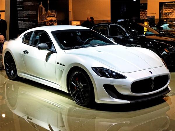 Chiếc Maserati GranTurismo MC Stradale có giá khoảng 240.000 đô (hơn 5,4 tỷ đồng).