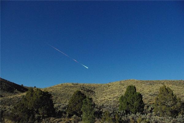 Thiên thạch Sutter's Mill (hơn 106.000km/h): Sáng sớm ngày 22/04/2012, một thiên thạch đi lạc vào Trái Đất gây ra một vụ nổ chói lòa làm rung chuyển các tòa nhà ở California và Nevada, để lại một vài mảnh vỡ gần nhà máy cưa Sutter's Mill ở Coloma, California, nơi từng là khởi nguồn của Cơn Sốt Vàng nổi tiếng trong lịch sử. Sutter's Mill được xem là thiên thạch có vận tốc lớn nhất từng được ghi nhận.