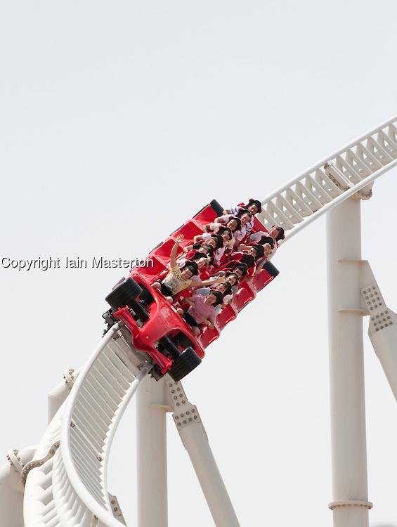 Tàu lượn siêu tốc Formula Rossa (241km/h): Chiếc tàu lượn này nằm tại công viên giải trí Ferrari World ở Abu Dhabi, UAE, chỉ mất có 5 giây để đạt tốc độ 241km/h.