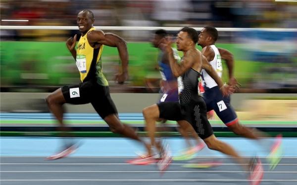 Usain Bolt (37km/h): Người đàn ông nhanh nhất thế giới có thể hoàn thành đường đua 100m trong vòng 9,58 giây, 200m trong vòng 19,19 giây, giúp anh có được biệt danh Tia Chớp.