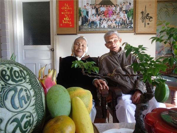 67 năm chung sống, tình cảm của hai cụ vẫn nồng thắm như đôi vợ chồng son. (Ảnh: NVCC)