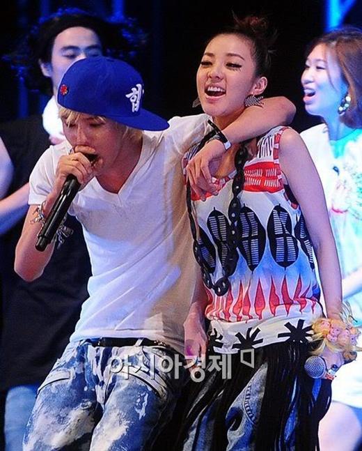 G-Dragon và Dara là hai nghệ sĩ cùng công ty.