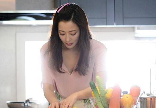 Con gái trổ tài trong bếp luôn là một trong những hành động được phái mạnh yêu thích nhất..