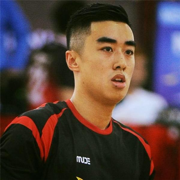 Không chỉ chơi bóng rổ giỏi, có chiều cao ấn tượng, bạn trai Nguyễn Thị Loan còn sở hữu gương mặt rất điển trai, không thua kém bất cứ soái ca nào. - Tin sao Viet - Tin tuc sao Viet - Scandal sao Viet - Tin tuc cua Sao - Tin cua Sao