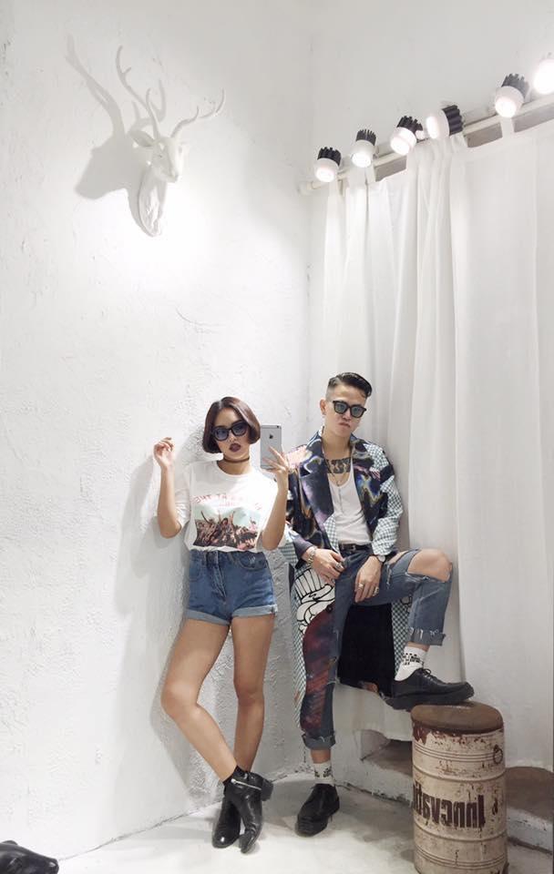 Hiện tại, bạn trai của Châu Bùi đang kinh doanh thời trang có tiếng tại Hà Nội. Còn nhan sắc 9X cũng chỉ có đam mê với thời trang. Chính vì thế, không khó để hiểu vì sao cặp đôi luôn mặc đẹp như thế.