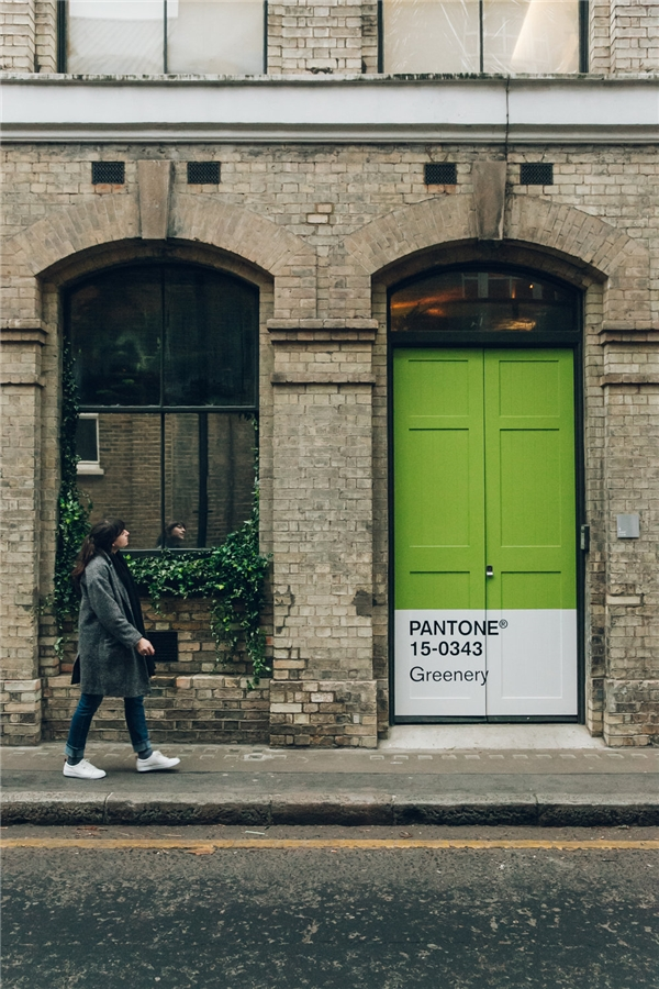 Giữa London, có cánh cửa