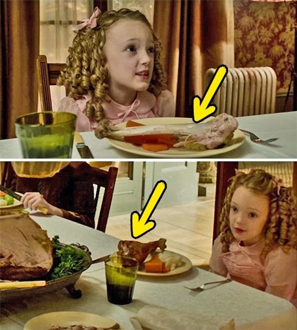 Miss Peregrine's Home for Peculiar Children (2016): Cảnh trước, đĩa đồ ăn trước mặt Claire chỉ còn một chiếc xương gà, nhưng qua cảnh sau, nó lại biến thành một chiếc đùi gà còn nguyên thịt. Bọn trẻ này quả là kỳ lạ!