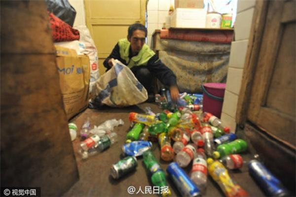 Ông Zhao Yongjiu làmột công nhân vệ sinh tại Thẩm Dương (Trung Quốc). (Ảnh: People Daily)