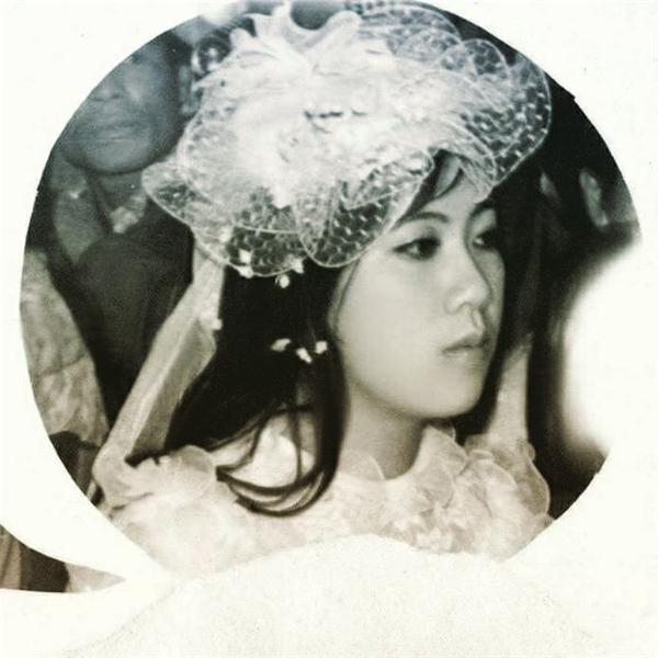 Không chỉ trào lưu khoe ảnh bố được hưởng ứng,nhiều người dùng mạng cũng đăng ảnh nhan sắc cực xinh đẹp của mẹ để chia sẻ niềm tự hào với mọi người xung quanh.