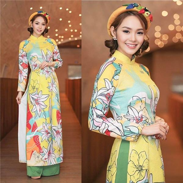 Những nét vẽ đáng yêu giúp tà áo dài truyền thống của Minh Hằng thêm phần thú vị.