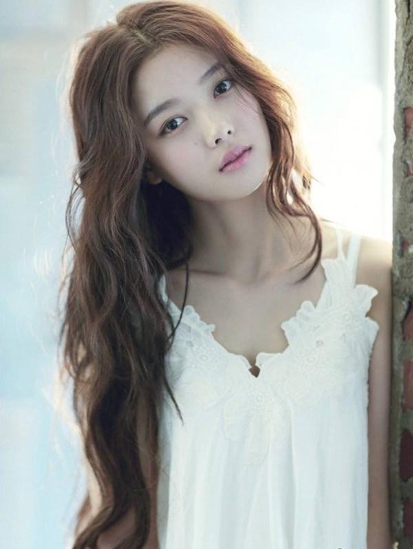 Kim Yoo Jung càng lớn càng xinh đẹp.