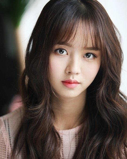 Trong năm 2017, cô sẽ tham gia phim truyền hìnhRuler: Master of the Mask.