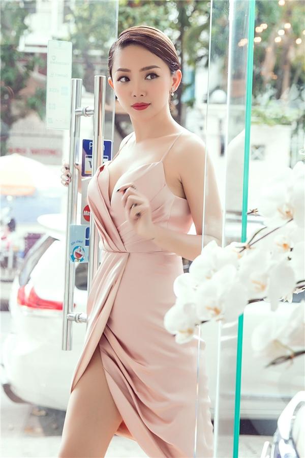 Angela Phương Trinh nền nã với váy ren, Tóc Tiên gợi cảm khoe ngực đầy - Tin sao Viet - Tin tuc sao Viet - Scandal sao Viet - Tin tuc cua Sao - Tin cua Sao