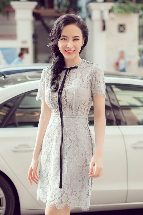 Một khoảng thời gian, Angela Phương Trinh khiến gương mặt trở nên khác lạ khi độn mũi nhọn hoắt. Khi nói về chuyện sử dụng dao kéo để bản thân trở nên đẹp hơn, nữ diễn viên khá thoải mái.