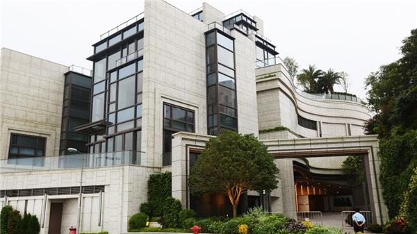Người mua là Hongtian Chen, chủ tịch Tập đoàn Cheung Kei có trụ sở tại Thâm Quyến và ông mua nó để sử dụng vào mục đích cá nhân.