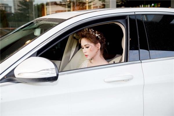 """Dù sốt cao, Sam vẫn tự lái """"xế"""" sang và xuất hiện xinh như công chúa - Tin sao Viet - Tin tuc sao Viet - Scandal sao Viet - Tin tuc cua Sao - Tin cua Sao"""