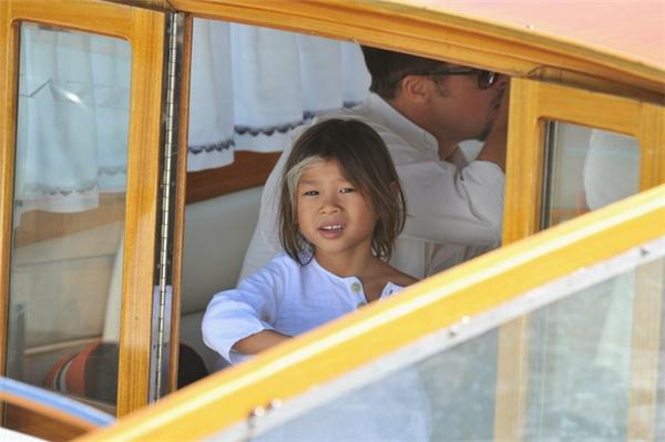 Tuy còn nhỏ nhưng Paxđã được chu du khắp nơi.Trên ảnh là cậu bé trong một chuyến du lịch Venice cùng gia đình năm 2008.