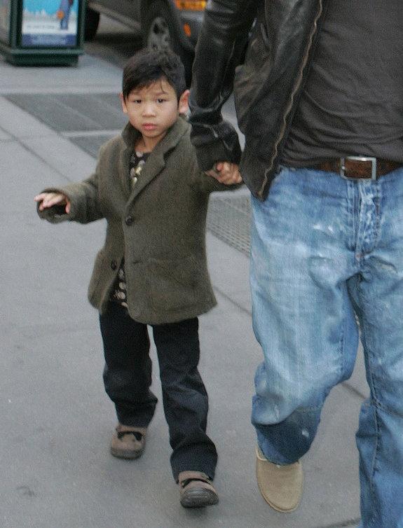 Năm 2009,Pax được 6 tuổi và quen dần với cuộc sống ở Mỹ.