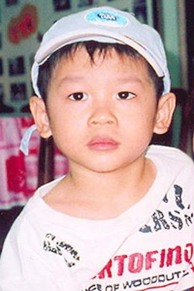 Pax Thiên chào đời ngày 29/11/2003 ở TP.HCM với tên là Phạm Quang Sáng.
