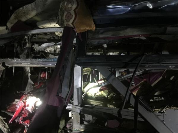 Xe khách phát nổ giữa đêm khiến 2 người chết, hơn 10 người bị thương