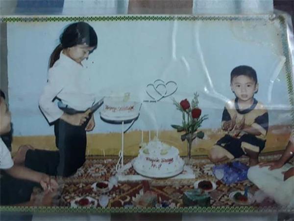 Ngày xưa thích nhất là màn thổi nến và cắt bánh ga-tô. (Ảnh:@Minhto).