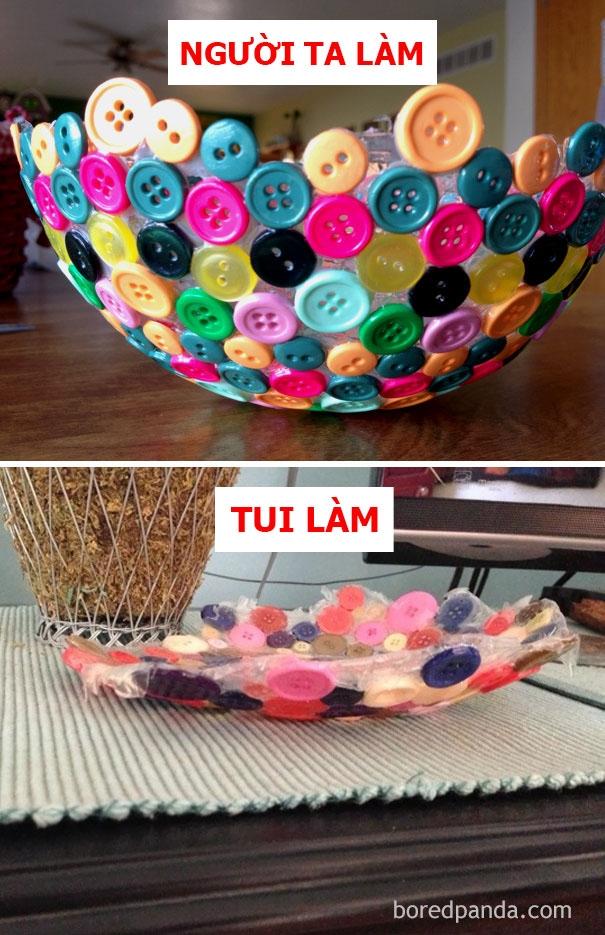 Người ta: chiếc đĩa từ nút đầy màu sắc. Tui: vật trưng bày theo phong cách trừu tượng.