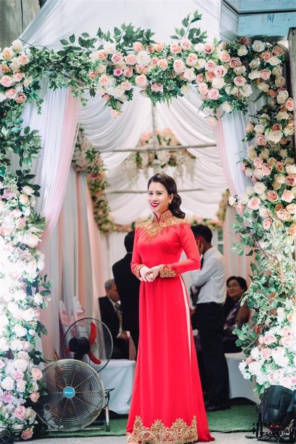 Vợ MC Thành Trung diện áo dài đỏ rực trong lễ ăn hỏi. - Tin sao Viet - Tin tuc sao Viet - Scandal sao Viet - Tin tuc cua Sao - Tin cua Sao